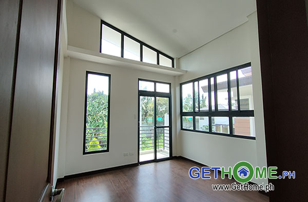 GetHomePh5 4 Bedrooms 3 Toilet & Bath Brand New House and Lot For Sale near Airport big Carport