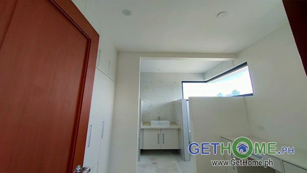 GetHomePh8 4 Bedrooms 3 Toilet & Bath Brand New House and Lot For Sale near Airport big Carport